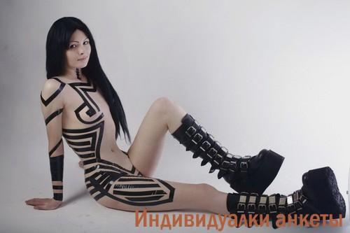 Элби, 31 год: мастурбация члена ногами