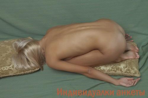 Флориана, 18 лет - мастурбация члена грудью